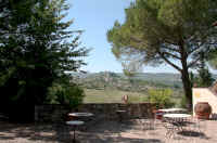 Bed and Breakfast rooms int a Tuscan villa